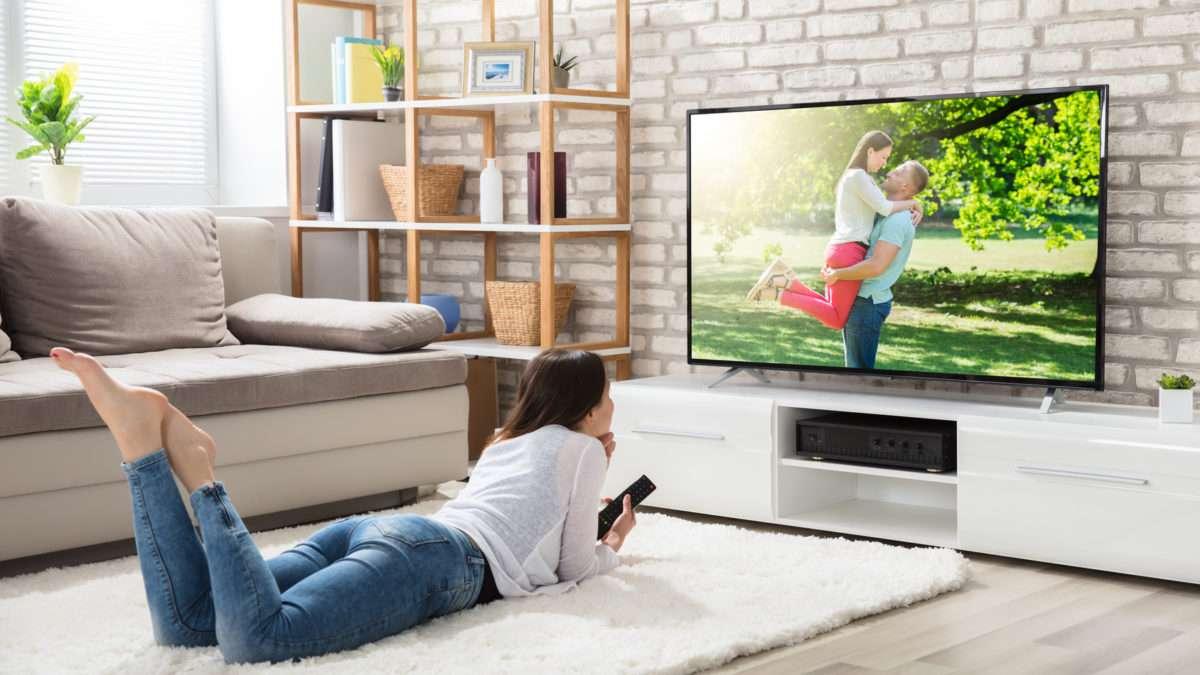 Oszczędność miejsca dzięki odpowiedniemu zawieszeniu telewizora