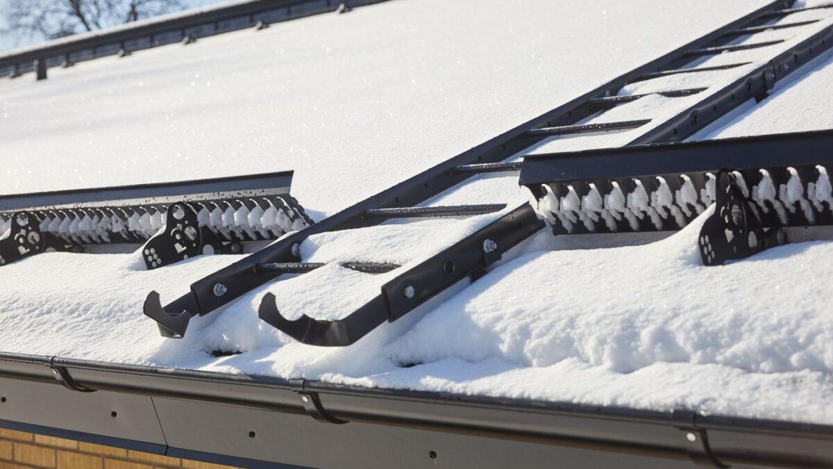 Bariery śniegowe na dach – system bezpieczeństwa dachowego od Lindab