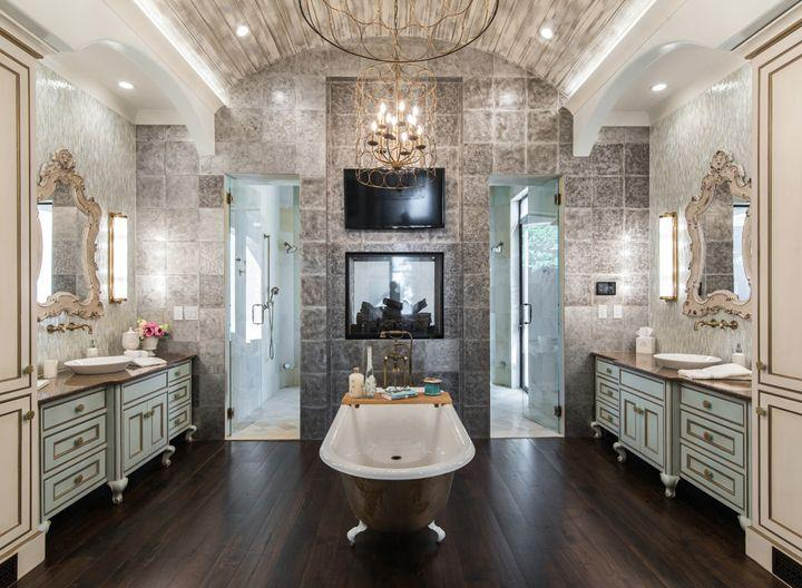 odważna łazienka w stylu luksusowym