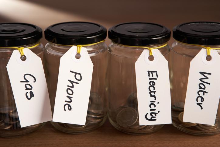 opłaty za prąd, gaz, wodę, śmieci, telefon