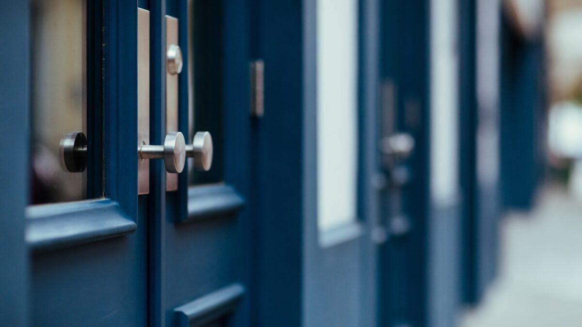 Jak wyregulować drzwi zewnętrzne?