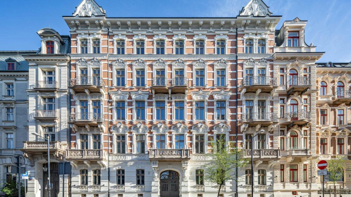Concierge, strefa relaksu i taras na dachu – Udogodnienia luksusowych apartamentów