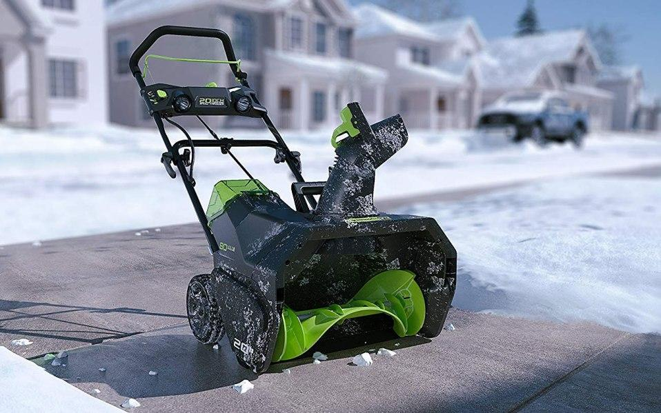 Odśnieżarka elektryczna, czyli nowoczesny sposób na śnieg